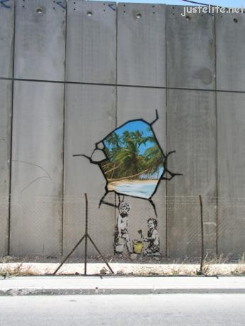 http://justelite.net/http://justelite.net/wp-content/uploads/2006/08/graffiti_in_gaza03.jpg