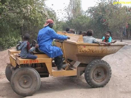 schoolbusinafrica02.jpg
